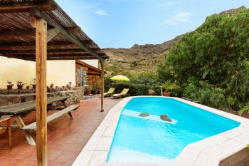 Kanarisches Ferienhaus mit Pool und Internet