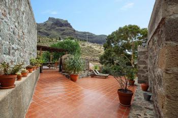 Ferienhaus mit großer Terrasse und Pool