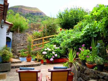 Innenhof mit Blick in den Garten