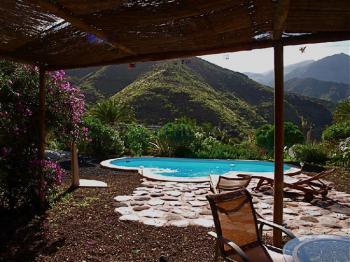 Ferienhaus mit Pool und Panoramablick