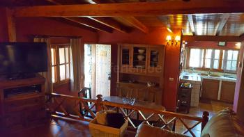 Wohn- und Essbereich mit Sat-TV