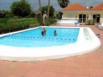 bungalowanlage maspalomas mit pool nahe golfplatz fincaferien. Black Bedroom Furniture Sets. Home Design Ideas