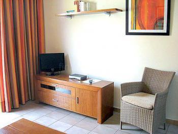 Wohnbereich mit Sat-TV und Internet
