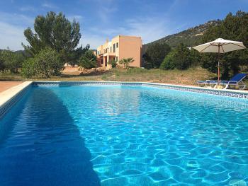 Moderne Villa mit Pool bei Es Cubells