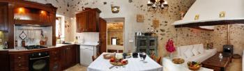 Offene Küche und Kaminzimmer