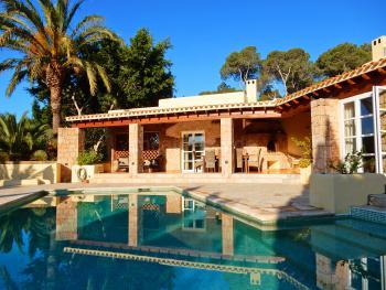 Villa mit Pool und Klimaanlage bei Sant Josep
