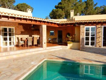 Moderne Villa im stilvollen Ibiza-Ambiente
