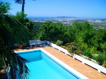 Blick auf das Meer und Ibiza-Stadt