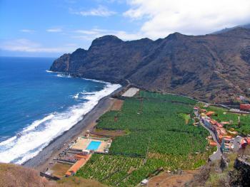 Strand und Schwimmbad bei Hermigua