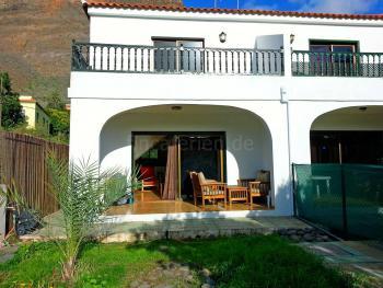 Überdachte Terrasse und privater Garten