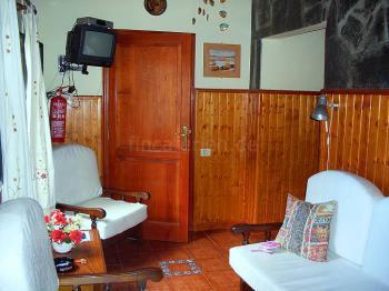 Sitzecke und Sat-TV