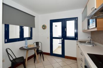 Küche mit Zugang zum Balkon