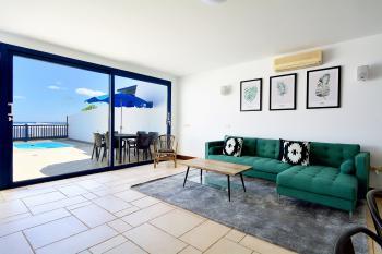 Wohnraum mit Klimaanlage und...