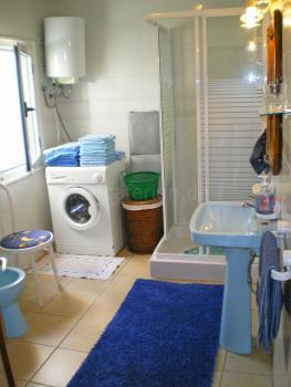 Duschbad und Waschmaschine