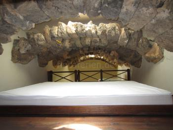 Schlafempore mit Doppelbett