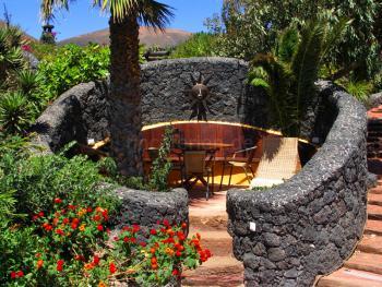 Sitzecke im Garten der Finca mit Pool