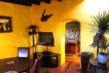 Kleines Wohnzimmer mit Sat-TV