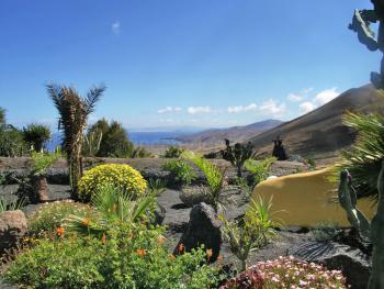 Garten in Hanglage mit tollem Meerblick