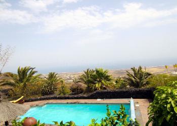 Pool mit Meerblick auf der Finca