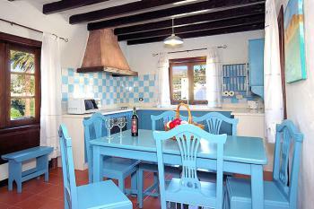 Wohnküche mit Essplatz für 6 Personen