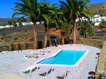 Beheizbarer Pool und Sonnenterrasse
