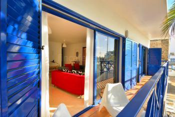 Großer, möblierter Balkon
