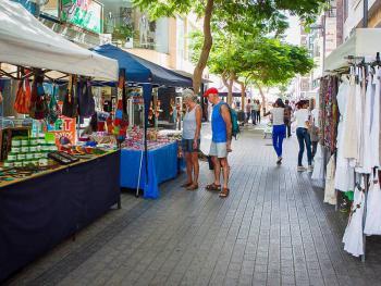 Flaniermeile und Markt in Arrecife