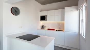 Offene Küche mit Induktionskochfeld