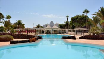 Strandnahe Ferienwohnung mit Pool