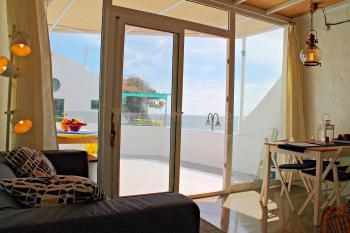Wohn- und Essbereich mit großer Glasfront