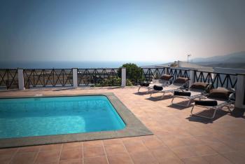 Lanzarote Ferienhaus mit Pool und Meerblick