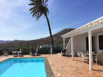 Relaxen am Pool - Terrasse mit Essplatz,