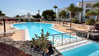 Strandnahes Apartment mit Pool in Costa Teguise