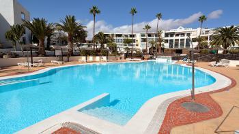 Apartment mit Pool und Klimaanlage