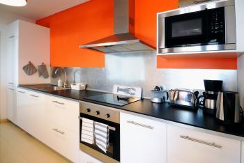 Moderne Küche mit Spülmaschine