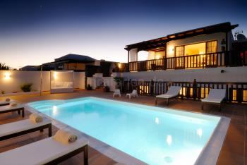 Strandnahe Villa mit beheiztem Pool