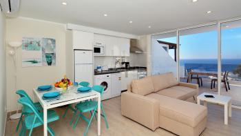Apartment mit Meerblick und Klimaanlage