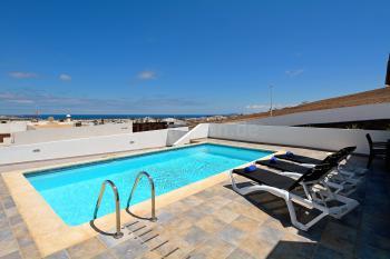 Sonnenterrasse, Pool und Meerblick