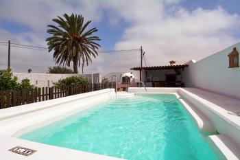 Lanzarote - kanarische Finca mit Pool