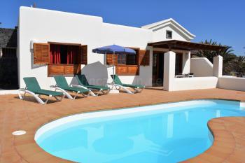 Strandnahes Ferienhaus mit beheizbarem Pool