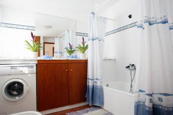 Badezimmer und Waschmaschine