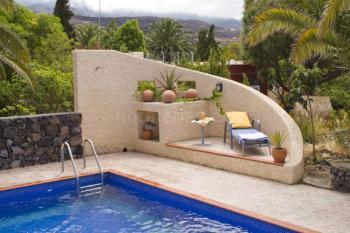Geschütze, kleine Terrasse am Pool