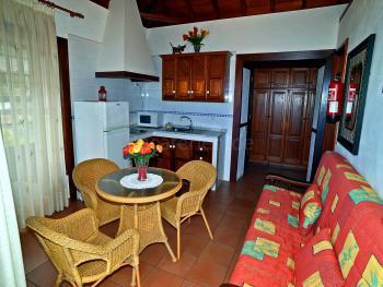 Offene Küche und Wohnbereich (Schlafcouch)