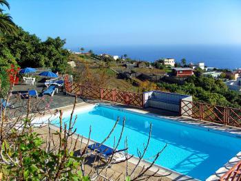 Landhaus mit Meerblick und Pool