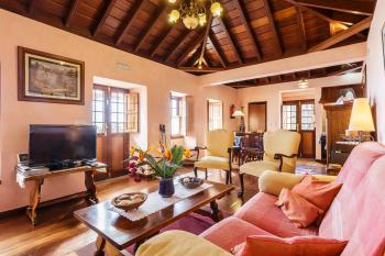 Komfortabel möbliertes Wohnzimmer