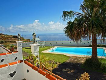Ferienhaus mit Pool für 3 Personen