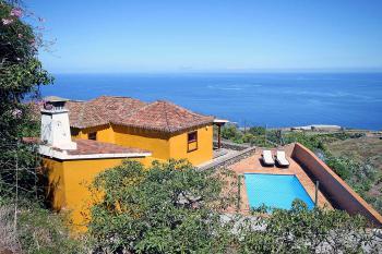 Landhaus mit Pool und Meerblick