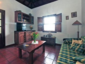 Sitzecke und Sat-TV in der Wohnküche