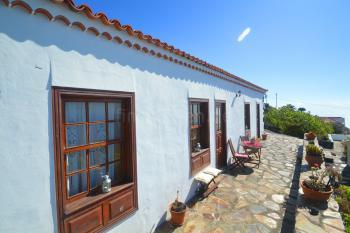 Terrasse mit Essplatz und tollem Meerblick