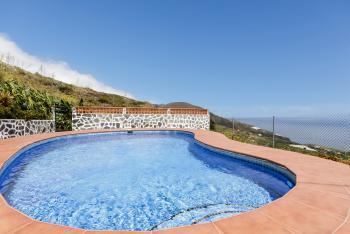 Landhaus mit Pool und schönem Meerblick